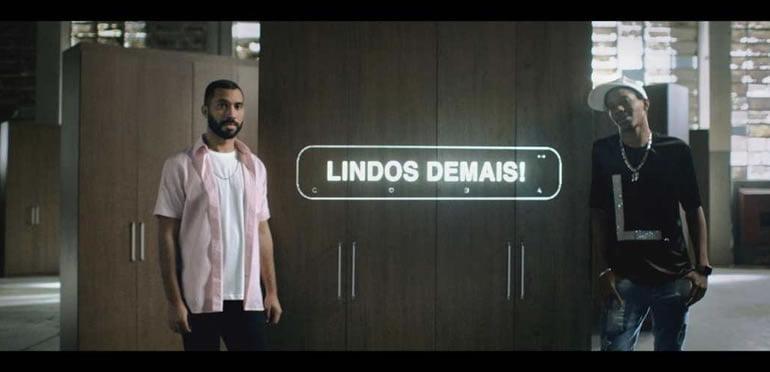 Gil do Vigor e Lucas Penteado estrelam campanha da Casas Bahia sobre o orgulho LGBTQIA+