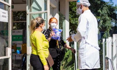 Ação da agência WePAD, durante vacinação da Covid, aproxima público das fraldas geriátricas TENA