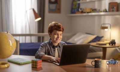 Campanha publicitária de Open English apresenta plataforma Junior recém-chegada ao Brasil
