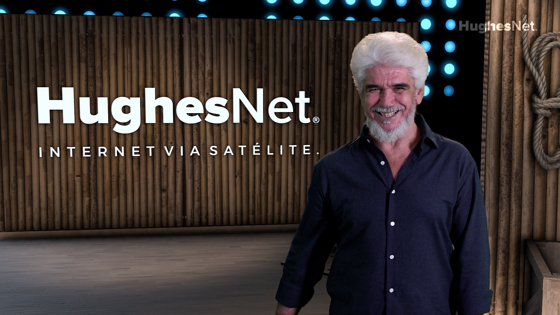 Jackson Antunes estrela nova campanha da HughesNet
