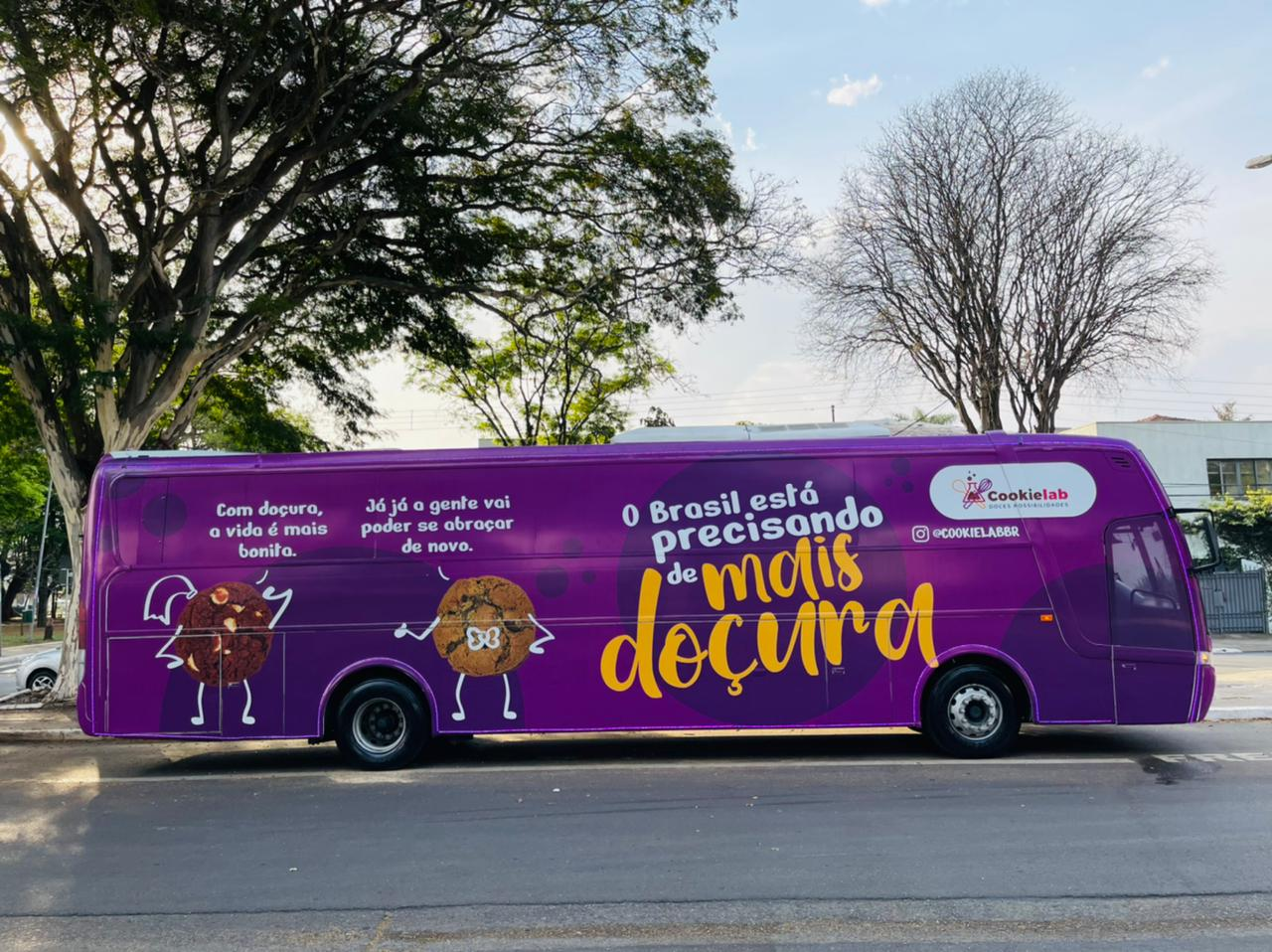 Cookielab faz ação com ônibus temático para espalhar mensagem de doçura por São Paulo