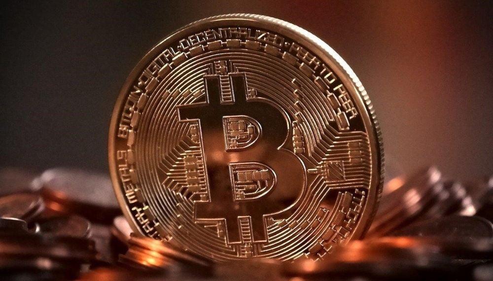 Bitcoin ultrapassa valor de mercado do Facebook e dá mais uma prova de força